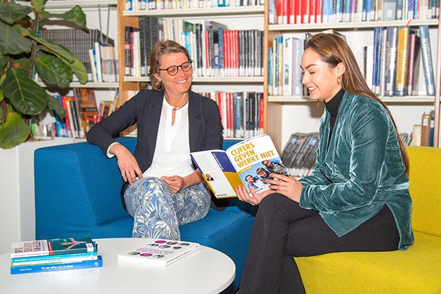 Laagdrempelig kennis delen binnen de school: organiseer een boekbespreking